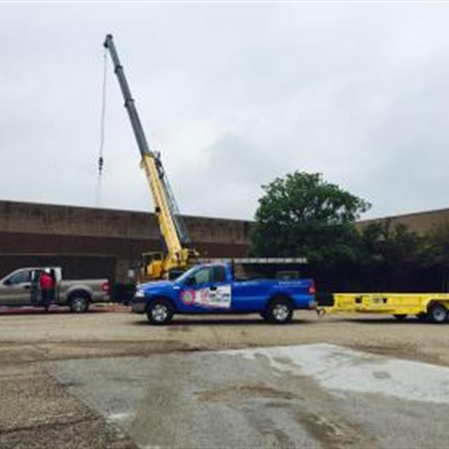 The Longview Mall is getting a new rooftop unit today!